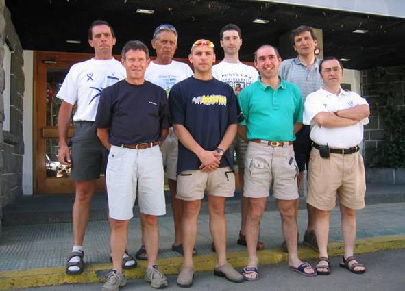 Grupo en la puerta del hotel
